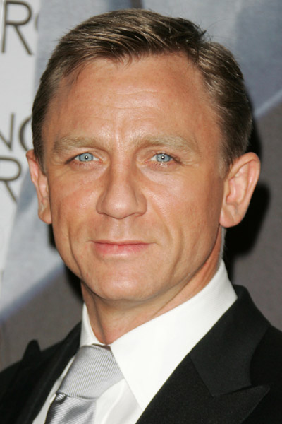 daniel craig signs on for