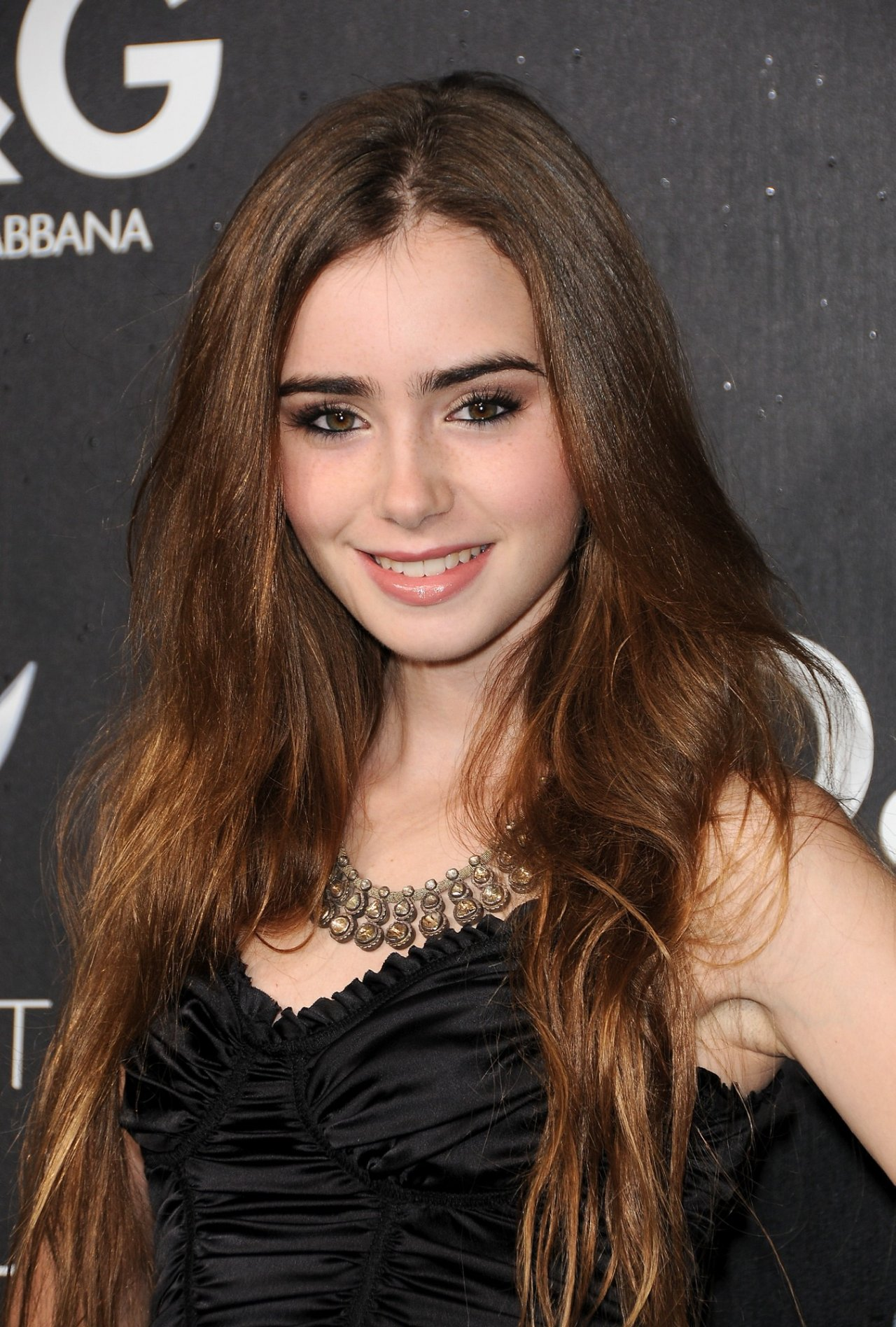 Lily Collins To Play S...
